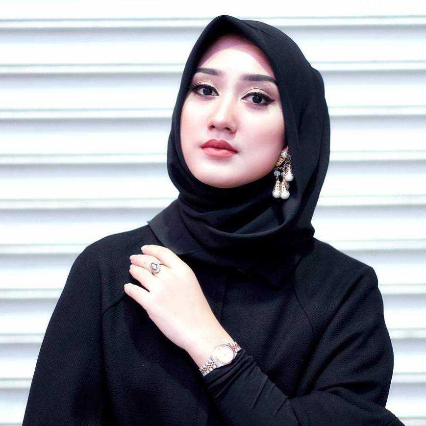7 Pilihan Warna Hijab Untuk Wajah yang Lebih Cerah - Gotomalls 264b0c46b6
